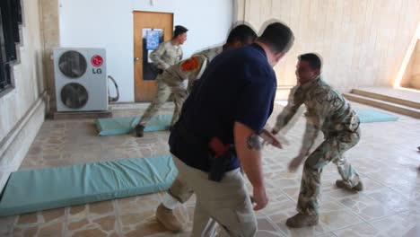 Us-Soldiers-Train-The-Iraqi-Army-In-Basic-Tactics-3