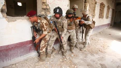 Us-Soldiers-Train-The-Iraqi-Army-In-Commando-Tactics-2