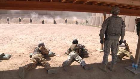 Iraqi-Army-Soldiers-Are-Trained-By-Americans-At-A-Firing-Range-In-Iraq-1