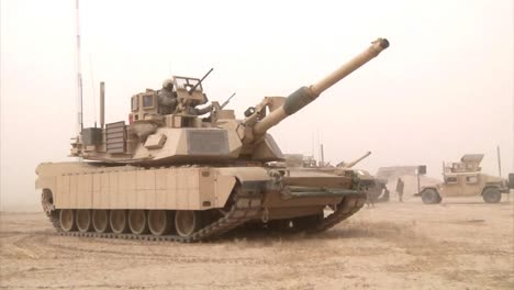 Abrams-Tanks-Sit-In-The-Iraq-Desert-During-The-War