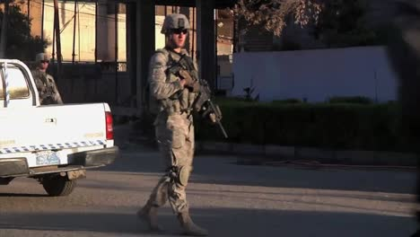 American-Soldiers-Go-On-Foot-Patrol-On-The-Streets-Of-Baghdad-During-The-Iraq-War-2