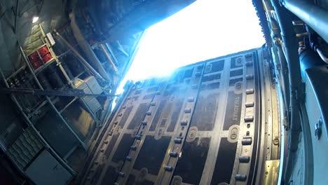 Los-Suministros-Se-Lanzan-Por-Aire-Sobre-Afganistán-Desde-Un-C130