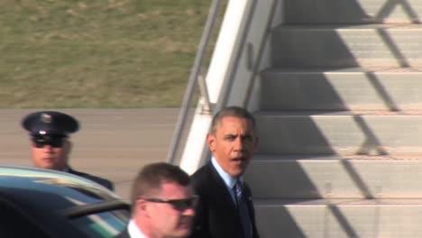 President-Obama-And-Ice-President-Joe-Biden-Confer-Outside-The-Presidential-Limousine