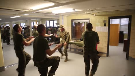 El-Ejército-De-EE-UU-Pone-A-Los-Soldados-En-Un-Intenso-Entrenamiento