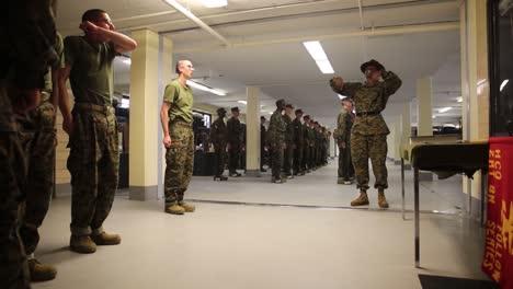 El-Ejército-De-EE-UU-Pone-A-Los-Soldados-En-Un-Intenso-Entrenamiento-De-Campo