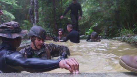 Los-Marines-Están-Entrenados-En-La-Guerra-En-La-Jungla-2