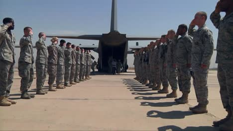 Wounded-Soldiers-Are-Put-On-Planes-And-Leave-Iraq-In-Ceremonial-Fashion-2