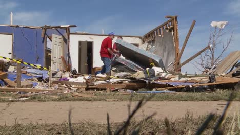 Residents-Pick-Through-The-Ruins-Of-Their-Homes-After-The-Devastating-2013-Tornado-In-Moore-Oklahoma-2