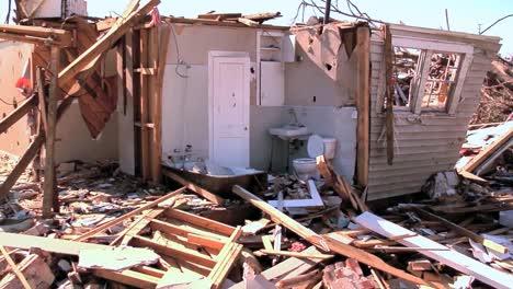 A-2011-Tornado-Devastates-Tuscaloosa-Alabama-7