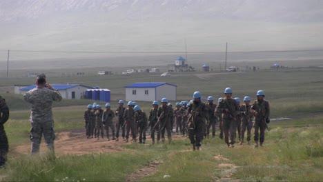 Los-Soldados-Estadounidenses-Entrenan-A-Las-Fuerzas-Armadas-De-Mongolia-En-Diversas-Medidas-De-Comando-