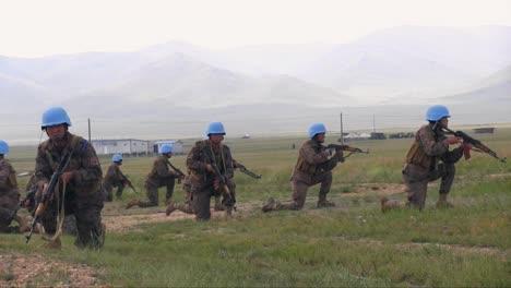 Los-Soldados-Estadounidenses-Entrenan-A-Las-Fuerzas-Armadas-De-Mongolia-En-Varias-Medidas-De-Comando-1