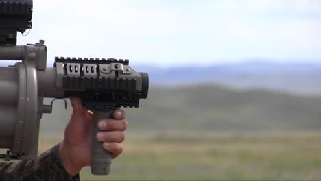 Los-Soldados-Estadounidenses-Entrenan-Equipos-De-Comando-De-La-Policía-De-Mongolia-Y-Fuerzas-Armadas-En-Un-Campo-De-Tiro-2