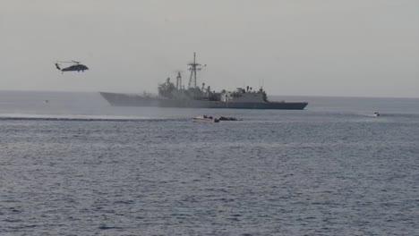 Refugiados-Africanos-Son-Rescatados-Por-Un-Barco-Americano-Y-Marineros-En-El-Mediterráneo-