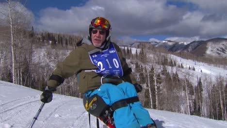 Un-Veterano-Herido-Compite-En-Deportes-De-Invierno-En-Una-Estación-De-Esquí