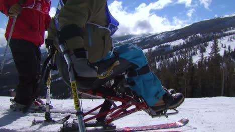 Un-Veterano-Herido-Compite-En-Deportes-De-Invierno-En-Una-Estación-De-Esquí-1