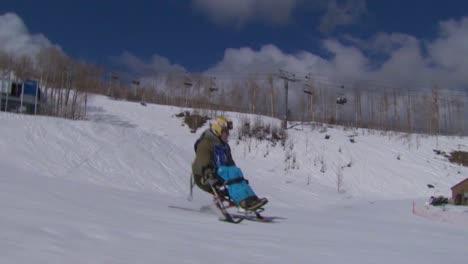 Un-Veterano-Herido-Compite-En-Deportes-De-Invierno-En-Una-Estación-De-Esquí-4
