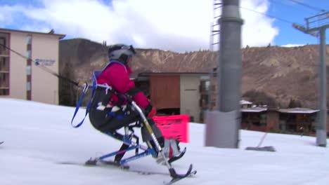 Una-Veterana-Herida-Compite-En-Deportes-De-Invierno-En-Una-Estación-De-Esquí