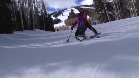 Una-Veterana-Herida-Compite-En-Deportes-De-Invierno-En-Una-Estación-De-Esquí-2
