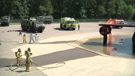 Firefights-Conduct-A-Drill-To-Simulate-An-Avión-Crash-And-Fuel-Fire-1