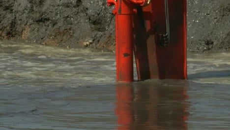 Sludge-Is-Dredged-From-A-Polluted-River-Following-The-2008-Kingston-Ash-Slurry-Spill-Environmental-Disaster-In-Tennessee-4