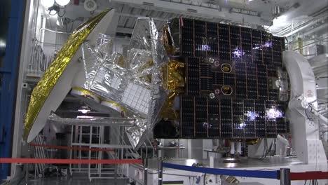 Scientists-Assemble-The-Aquarius-Satellite-And-Test-Its-Solar-Panels