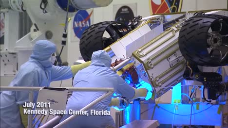 Nasa-Scientists-Work-In-The-Lab-To-Build-And-Test-The-Mars-Rover-1
