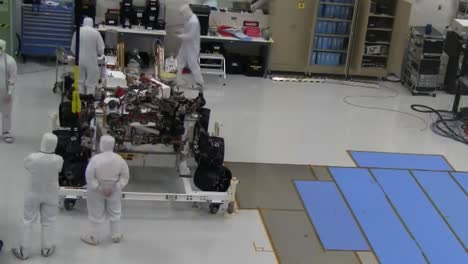 Time-Lapse-Footage-Of-Nasa-Scientists-Packing-Up-The-Mars-Rover-For-Shipping-To-Launch-Site