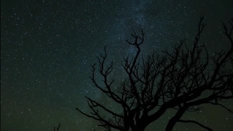 Una-Hermosa-Atardecer-De-Lapso-De-Tiempo-Sobre-Una-Escena-Nocturna-Del-Desierto