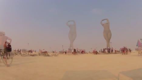 Escenas-Del-Festival-Del-Hombre-Ardiente-De-2013-En-El-Desierto-De-Black-Rock-De-Nevada