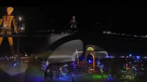 Escenas-Nocturnas-Del-Festival-Del-Hombre-Ardiente-De-2014-En-El-Desierto-De-Black-Rock-De-Nevada-2