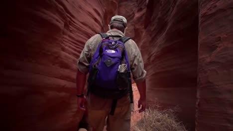 Tourists-Admire-Paria-Canyon-Arizona-And-Rock-Carvings-And-Slot-Canyons-1