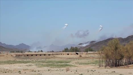 Eine-Massive-Explosion-Sprengt-Ein-Dorf-In-Afghanistan
