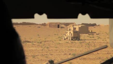Eine-Massive-Explosion-Sprengt-Ein-Haus-In-Afghanistan