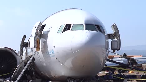 Footage-Of-The-Asiana-Airlines-Crash-In-San-Francisco-In-2013