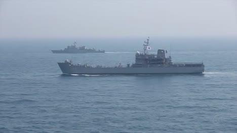 Toma-Aérea-De-La-Armada-De-Corea-Del-Sur-En-Patrulla