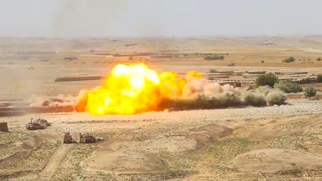 Eine-Massive-Explosion-Sprengt-Ein-Taliban-Gebiet-In-Afghanistan