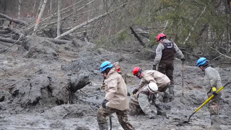 Soldiers-And-National-Guard-Troops-Assist-In-Search-And-Rescue-Operations-Following-A-Huge-Landslide-In-Oso-Washington-1