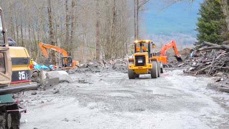 Soldiers-And-National-Guard-Troops-Assist-In-Search-And-Rescue-Operations-Following-A-Huge-Landslide-In-Oso-Washington-2