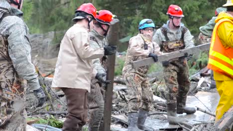 Soldiers-And-National-Guard-Troops-Assist-In-Search-And-Rescue-Operations-Following-A-Huge-Landslide-In-Oso-Washington-3