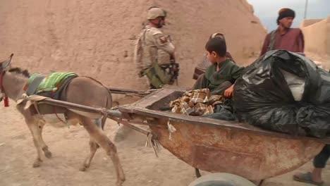 El-Ejército-Estadounidense-Patrulla-Aldeas-Remotas-De-Afganistán-En-2014