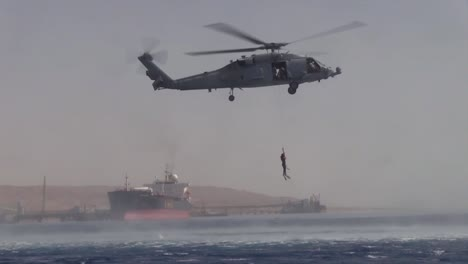 Us-Soldiers-Practice-Rope-Ladder-And-Hoist-Search-And-Rescue-Operations-Over-The-Ocean-1