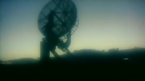 A-Recruiting-Film-For-Engineers-In-The-1950S-Shows-Radio-Dishes-And-Telescopes