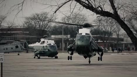 Los-Presidentes-Marinos-Un-Helicóptero-Despega-De-Un-Estacionamiento