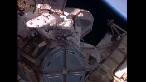 Astronauten-Führen-Einen-Weltraumspaziergang-Von-Der-Internationalen-Raumstation-Aus