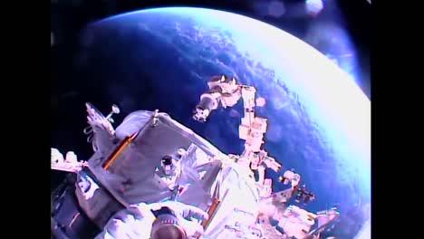 Los-Astronautas-Realizan-Una-Caminata-Espacial-Desde-La-Estación-Espacial-Internacional-1
