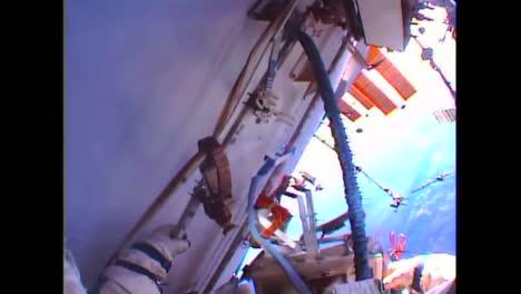 Cosmonautas-Rusos-Realizan-Una-Caminata-Espacial-Desde-La-Estación-Espacial-Internacional