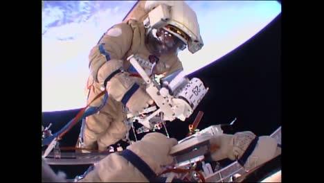 Cosmonautas-Rusos-Realizan-Una-Caminata-Espacial-Desde-La-Estación-Espacial-Internacional-1