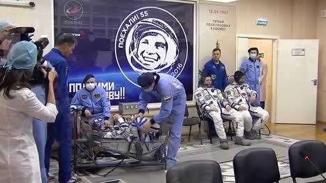 Los-Cosmonautas-Rusos-Están-Preparados-Para-Un-Vuelo-Espacial-A-La-Estación-Espacial-Internacional-3