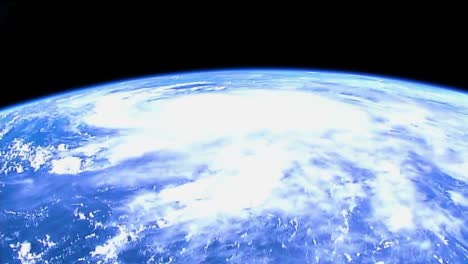 Beautiful-Shot-From-The-International-Space-Station-Of-Storms-And-Clouds-On-Earth-2