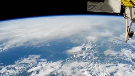Ein-Massiver-Sturm-Hurrikan-Matthew-Bildet-Sich-Aus-Sicht-Der-Internationalen-Raumstation-3